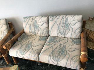 dos sillones de dos plazas de bambu