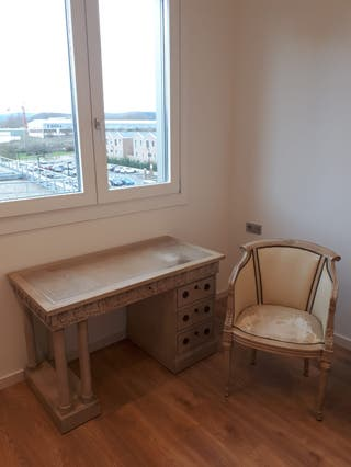 mesa de despacho clásica con su silla
