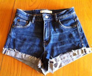 Short de jean desflecado marca Trafaluc de Zara. T