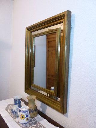 Gran espejo de pared.