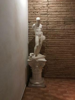 Escultura discóbolo en escayola y pedestal
