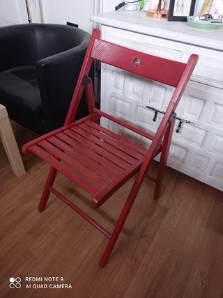 silla plegable roja de Ikea