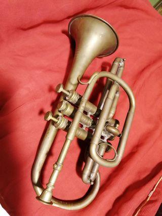 Antigua trompeta para decoración