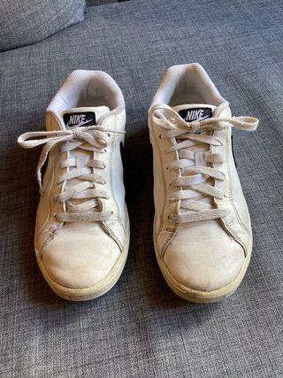 Nike Court Majestic t. 40