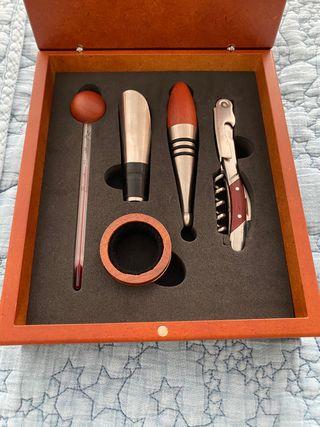 Caja de accesorios para vino