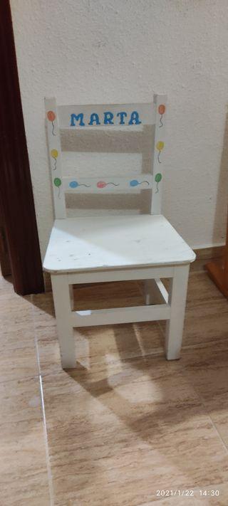silla de madera maciza y pintada a mano