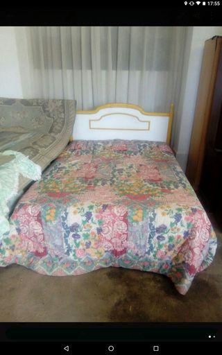 Cabecero de 1,35 con somier tapizada y colchon.