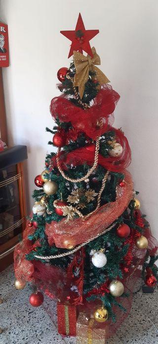 Árbol de Navidad con todo