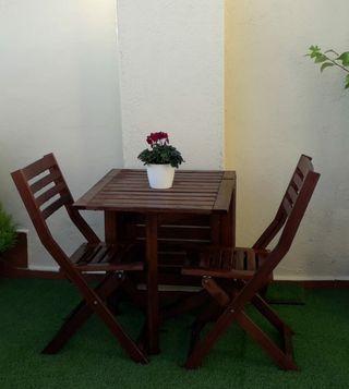 Mesa plegable jardín Ikea + 2 sillas