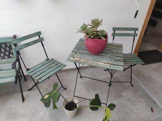 juego de mesa y sillas de jardín y banco