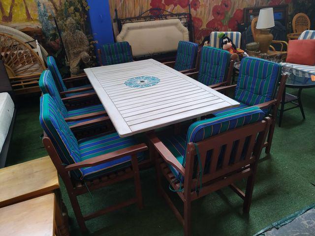 Mesa + 8 sillas - Table + 8 chairs