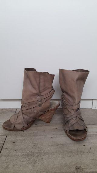 HAKEI botines sandalias
