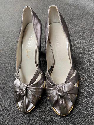 Zapato tacón tiras nudo
