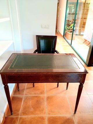 Mesa con 2 cajones y silla despacho.