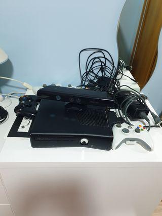 XBOX 360 con 4 mandos y kinect