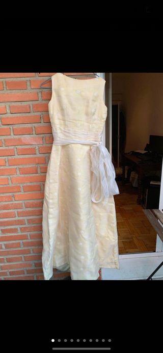 Vestido de novia Hannibal Laguna con velo