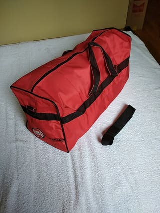 "BOLSA DE DEPORTE COLOR ROJO ""LUCKY STRIKE"""