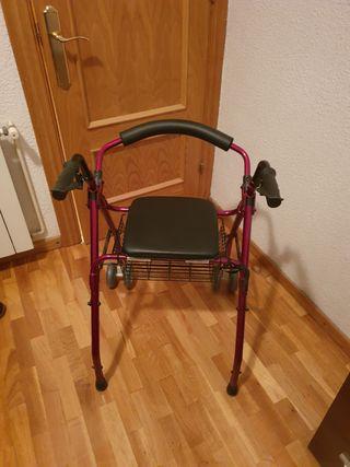 Andador para anciano con asiento y cesta