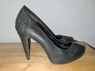Zapatos tacón alto con tachuelas Stradivarius