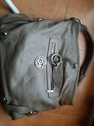 bolso gris de chanel