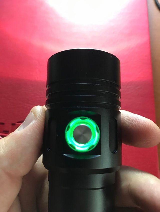 Linterna LED sumergible y recargable nueva