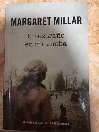 """Novela negra """"Un extraño en mi tumba"""""""