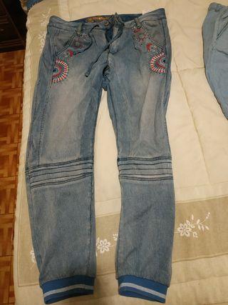 pantalón desigual talla 44