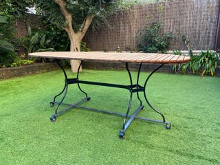 Mesa de jardín de madera