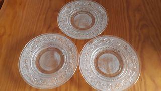 platos blancos transparente