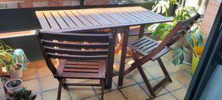 Mesa plegable, 2 sillas y 2 taburetes (Ikea)