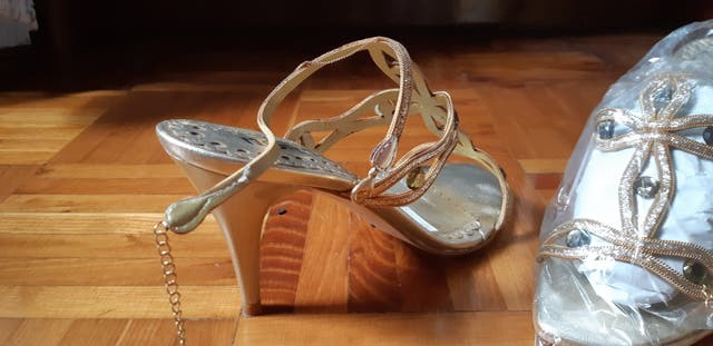 Sandalias fantasía, tacón alto, de diseño.