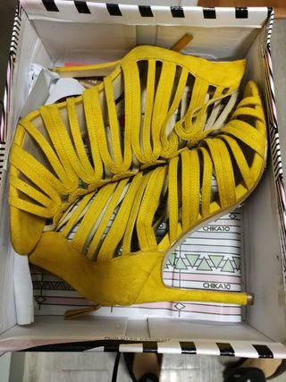 sandalias tacón piel amarillas