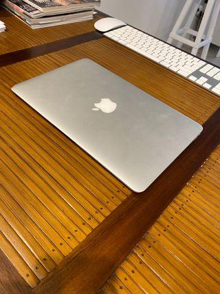 "Vendo MacBook Air 11"".-"