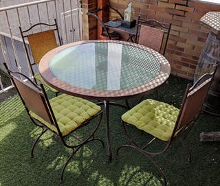 Mesa, 4 sillas y carrito camarera.