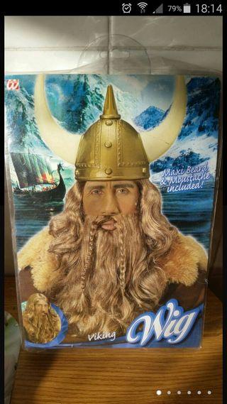 Barba con peluca vikingo