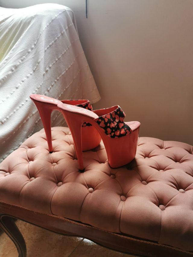 zapatos de tacon muy alto.