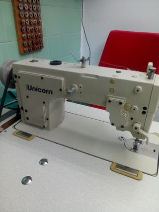 Máquina de coser industrial UNICORN.