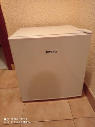 Nevera, minibar 46 litros con congelador