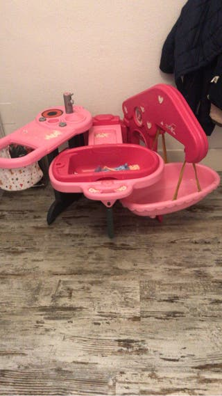 La casita de los bebés, cuna juguete, bañera muñec