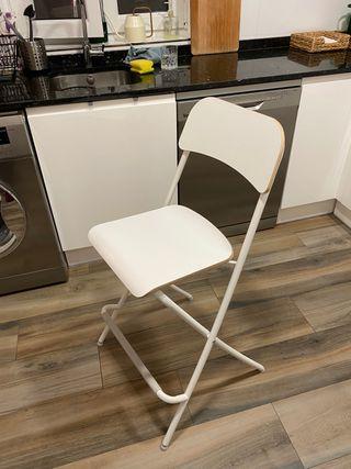 Silla con respaldo alta plegable de Ikea blanca