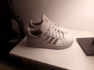 Zapatillas deportivas Adidas blancas