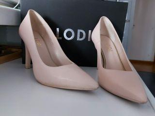 Zapatos salón color nude