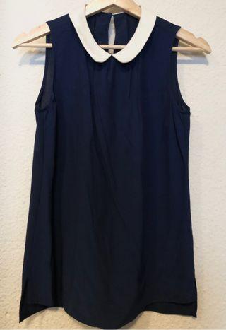 Blusa azul con cuello