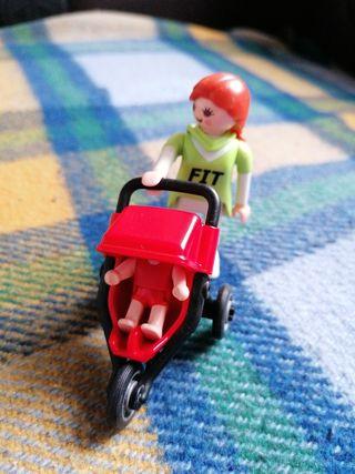 Playmobil madre paseando a niño en sillita