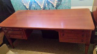 Mesa despacho de madera maciza con butaca