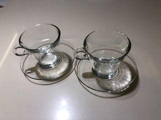 Conjunto tazas y platos transparentes