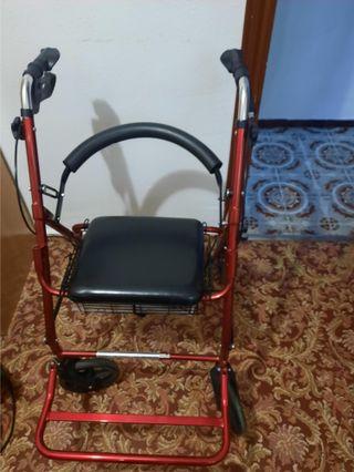 Andador y silla de ruedas, dos en uno, casi nuevo