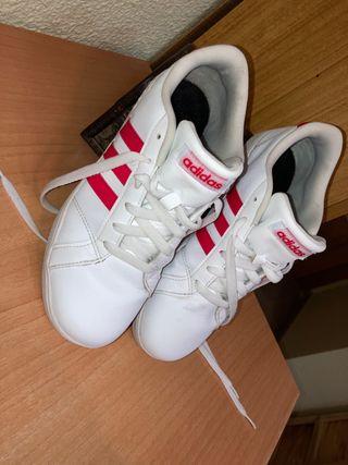 Se vende zapatillas mu bonitas