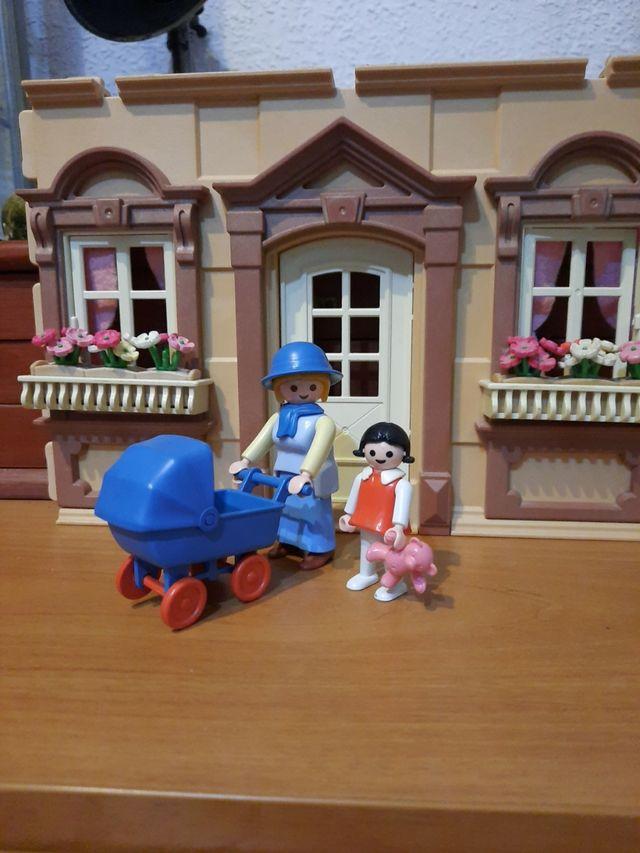 Playmobil dama con carrito y niña