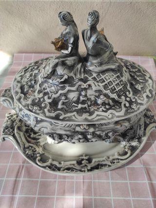 Sopera y ensaladera de porcelana